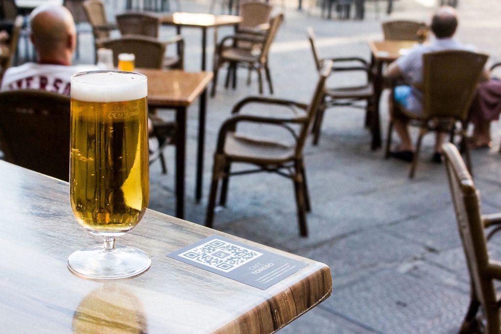 Cerveza en terraza de verano